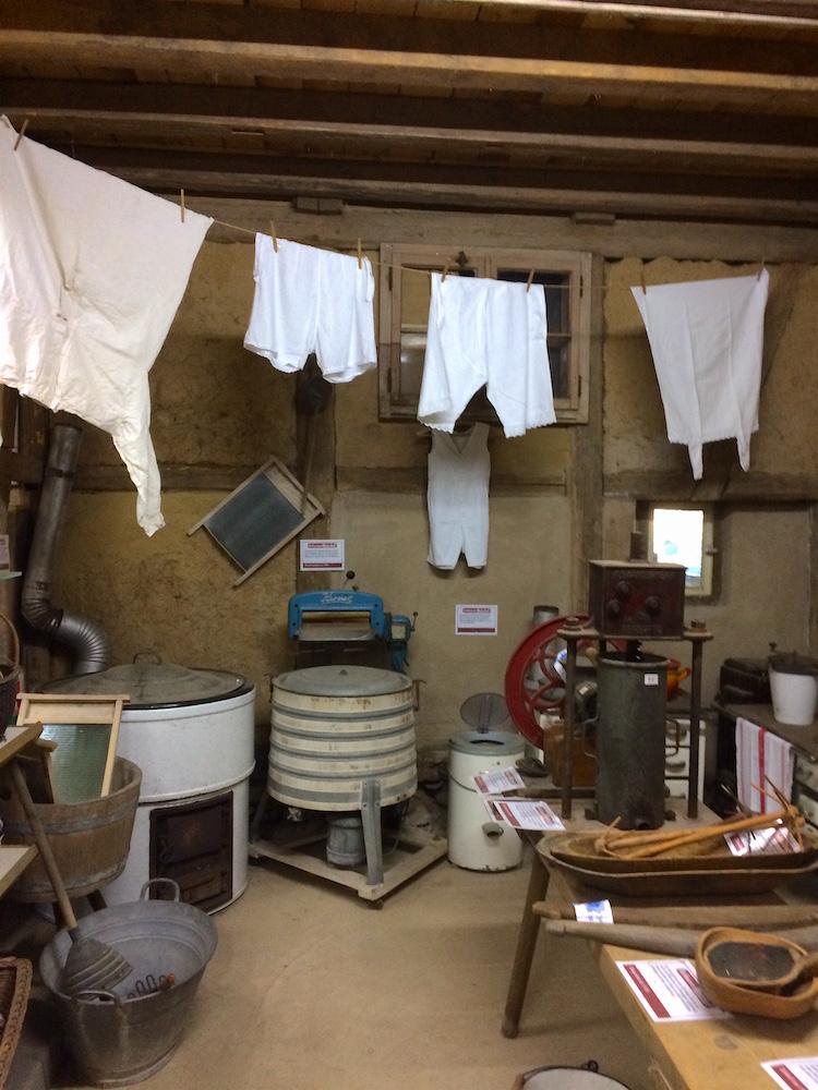 Sonderausstellung zum Thema Wäsche und Waschen im Dorfmuseum Meierhof - Museen Südniedersachsen