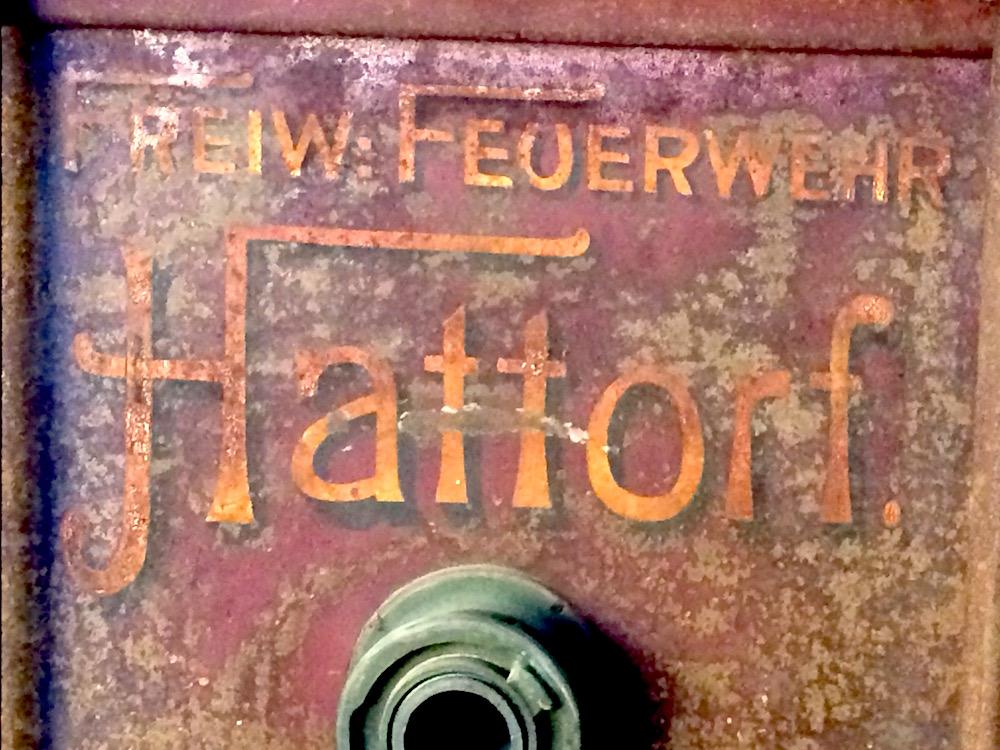 Alter Löschtank der freiwilligen Feuerwehr Hattorf im Dorfmuseum Meierhof - Museen Südniedersachsen