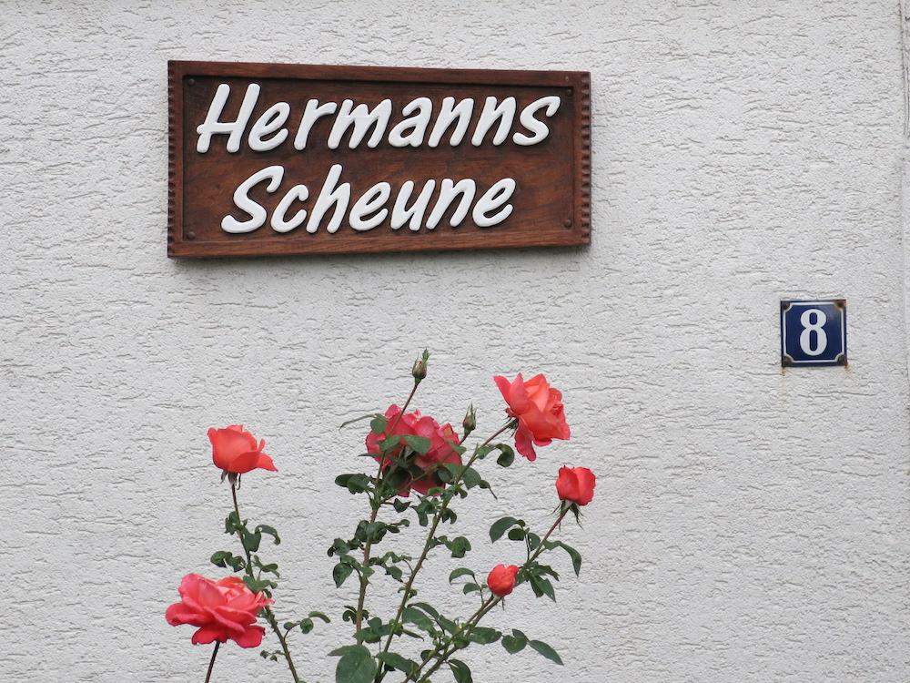 Eingangsschild von Hermanns Scheune. Foto: Heimat- und Geschichtsverein Wulften.