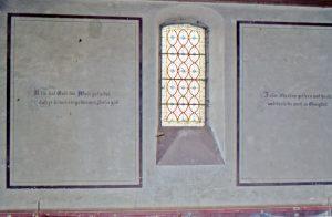 Glasmalereifenster vor dem Abriss.