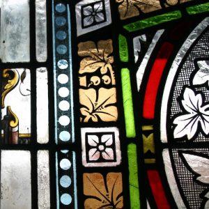 Ausschnitt aus dem Glasmalereifenster.